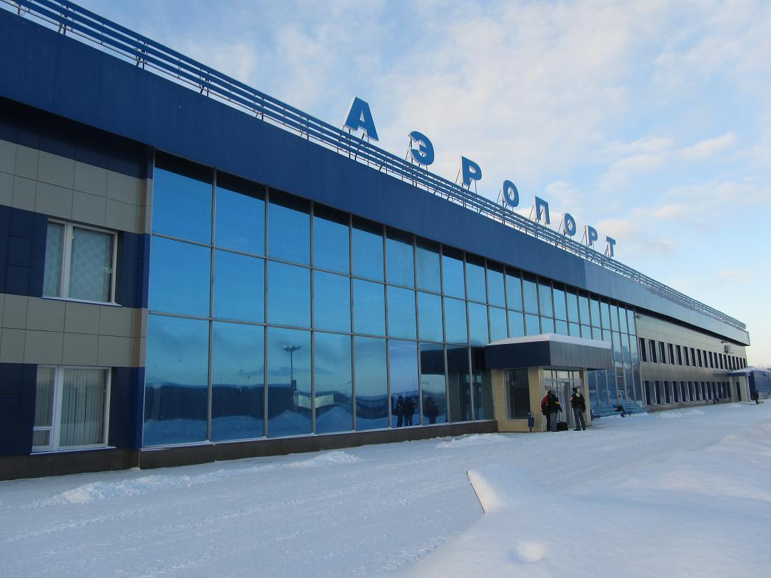 Шесть кругов над аэропортом: в Мурманске не смог сесть самолет из Петербурга