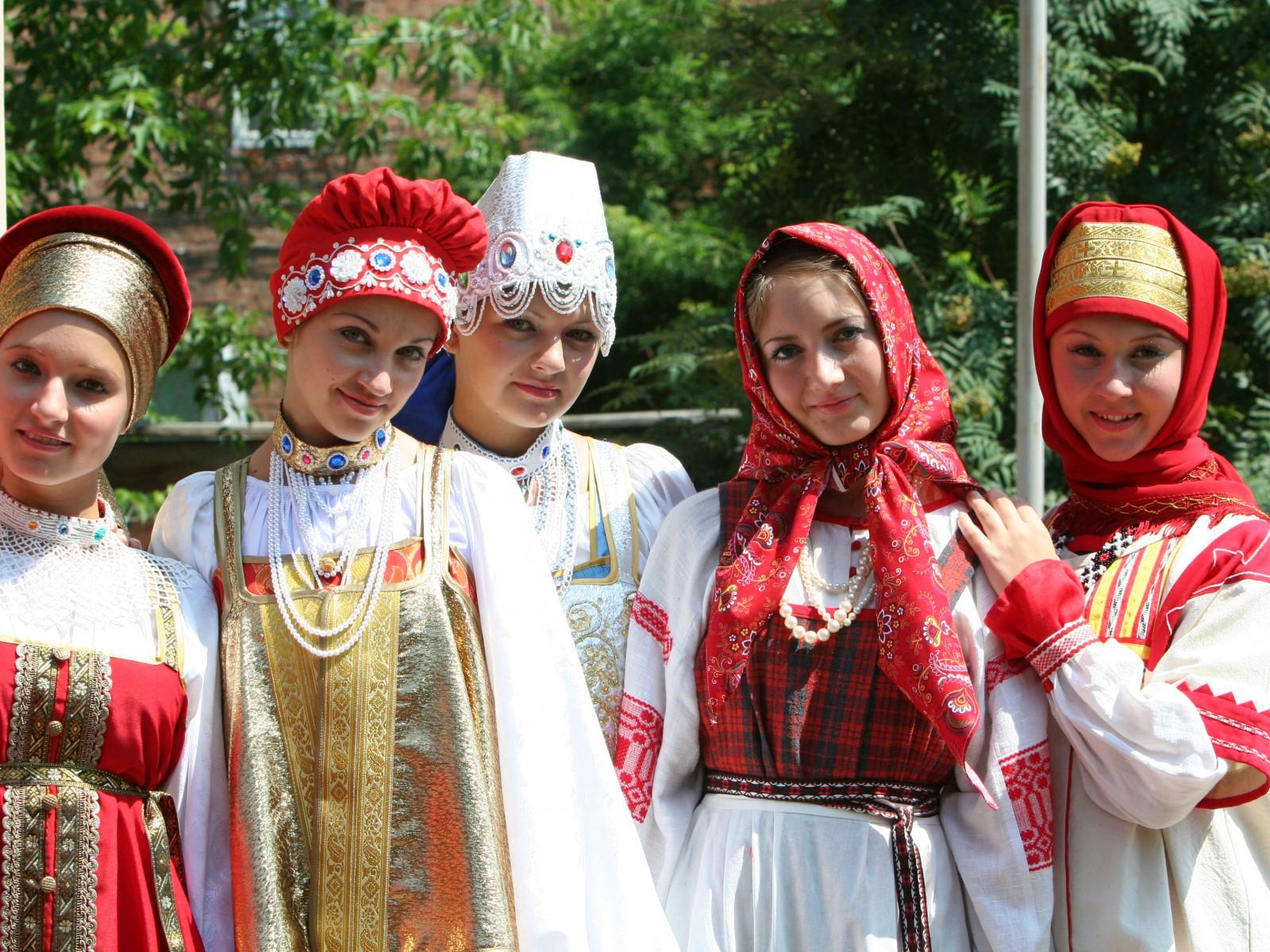 Русский костюм: от традиции до деконструкции.