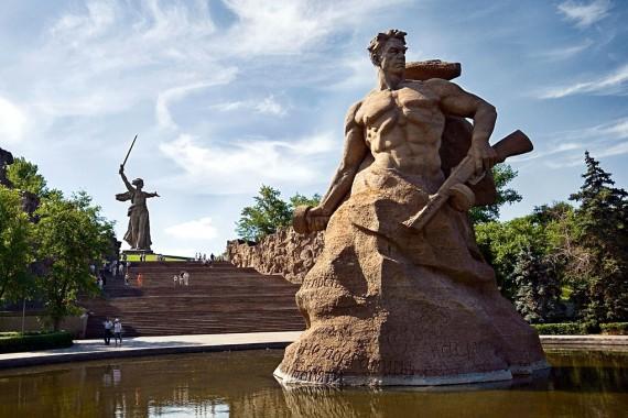 Автор памятника мамаев курган в волгограде укладка гранитной брусчатки под ключ цена за м2
